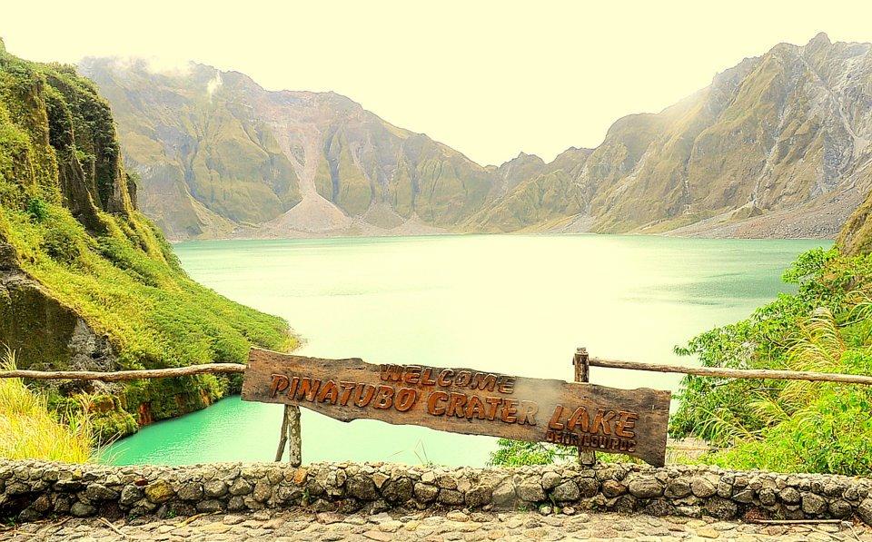 Mt pinatubo Crater
